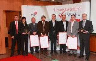 Urednik Business.hr-a Josip Jagić s dobitnicima nagrade (Snimio Hrvoje Dominić)